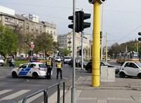 Négy autó ütközött össze a BAH-csomópontnál
