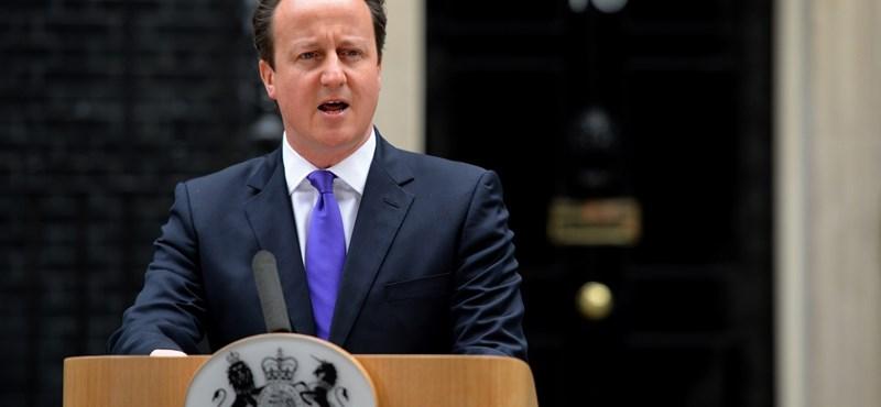 Martonyi Cameronnak, Cameron Andornak szólt be