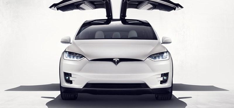 Nagyjából ezt kell tudni a világ első elektromos szabadidőautójáról - itt a Tesla Model X