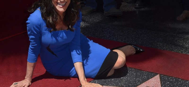 Csillagot kapott a Hírességek sétányán Peggy Bundy – fotó
