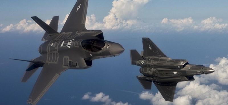 Brutális látványt nyújt az amerikai légierő legerősebb gépe, hát még 36 darab egy fotón
