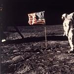 Olyan összeesküvés-elmélet született a holdra szállásról, hogy még most is csak pislogunk