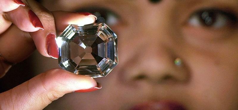 Adták volna inkább nekünk: egy pillanat volt tönkretenni az 1,1 milliós gyémántot – videó