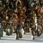 Jelentősen megemelnék a hadsereg létszámát