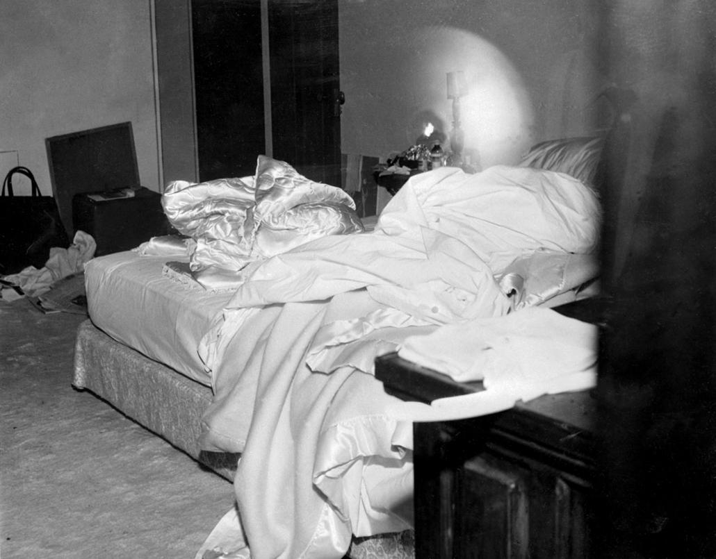 afp.1962.08.05. Brentwood, California, USA: Az ágy, ahol a színésznőt holttan találták 1962. augusztus 5-én. - Marilyn Monroe nagyítás