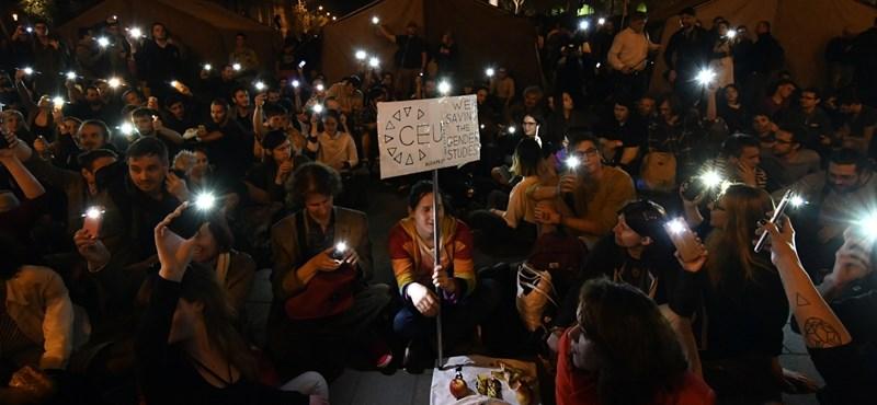 Fél 11-ig tüntettek a CEU-ért