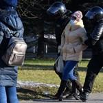 Több száz embert vettek őrizetbe az újabb tüntetéseken Fehéroroszországban