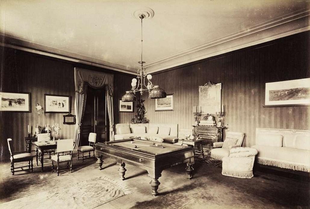 fortep_! - Klösz György kastély nagyítás - Kőnigswarter Herman báró kisszántói kastélyának játszóterme. A felvétel 1895-1899 között készült.