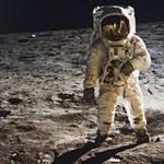 Történelmi fotókat árverez el a NASA