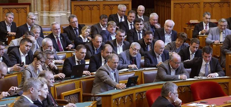 Tízmilliókért méri a hangulatunkat a Fidesz