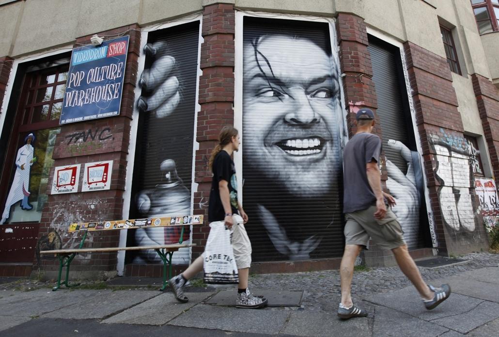 afp.10.07.12. - Berlin, Németország: Ikonikussá vált portré a Ragyogás című filmből Berlin városának Kreuzberg kerületében. - Jack Nicholson nagyítás