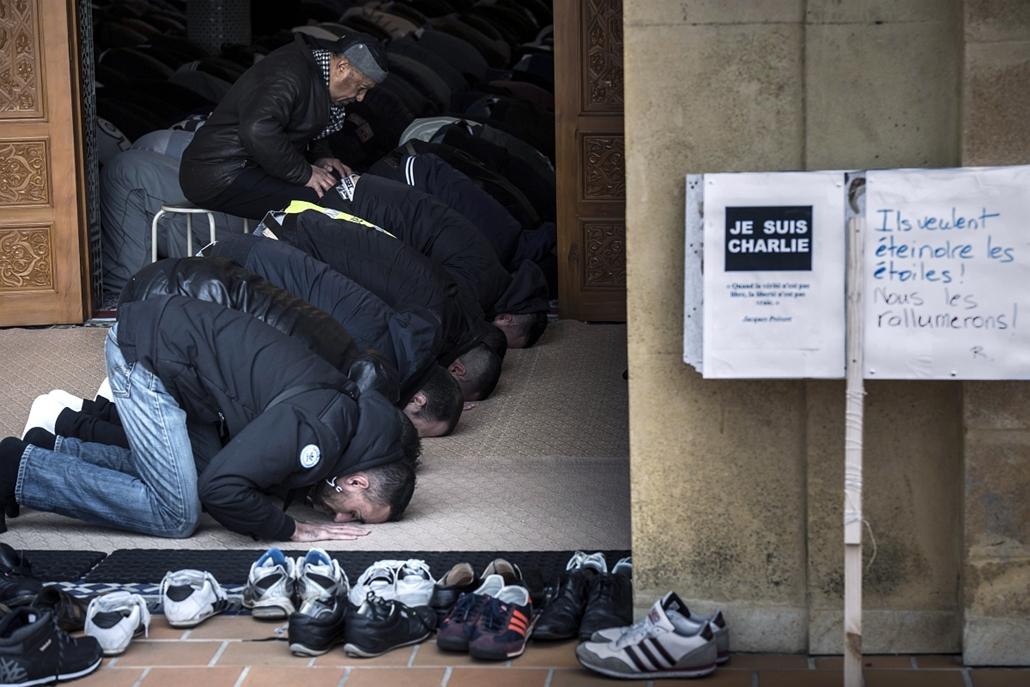 afp. kóser bolt,  Porte de Vincennes, Saint-Étienne - lövöldözés Párizsban, Párizsi vérengzés, Charlie Hebdo, túszejtés, 2015.01.09. muszlimok imádkoznak