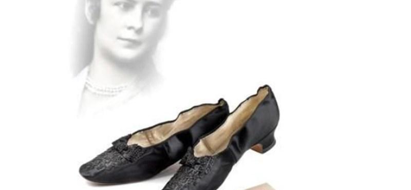Kult  Elképesztő áron keltek el Sissi és a császár cipői Bécsben ... 1fac69d00e