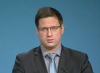 A Fidesz alkalmatlanságának emlékműve: a szaladó Gulyás Gergely