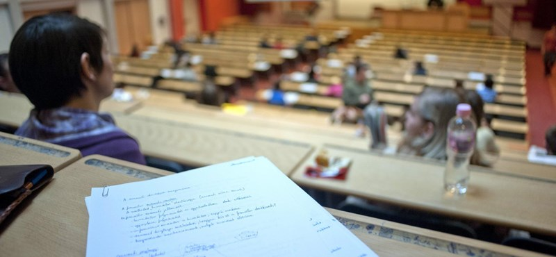 Elvették a diákok kedvét a bölcsészképzésektől? A tíz legnépszerűbb szak 2013-ban