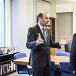El País: Az Európai Néppártból ki kellene rakni a Fideszt