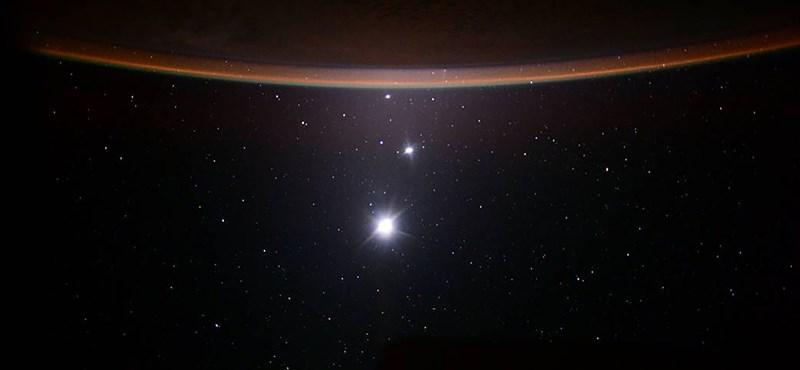 Űrséta közben elhagyta a tükrét a NASA egyik űrhajósa
