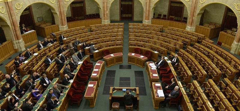 Nem ment el a Fidesz a rendkívüli parlamenti ülésnapra