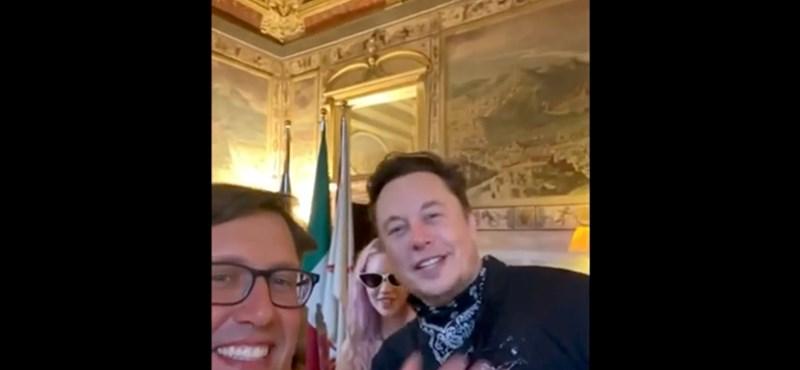 Elon Musk apareció de repente en los Uffizi en Florencia