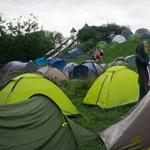Balhézott, majd fizetés nélkül távozott két ír család egy komáromi kempingből
