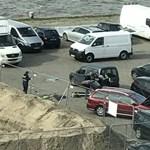 Antwerpenben is a tömegbe hajtott egy autós