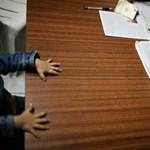 Országos roadshow-n népszerűsíti a nevelőszülőséget a kormány
