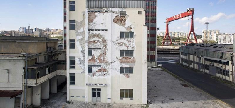 Rombolva alkot / Vhils, az egyik legjelentősebb street art művész