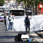 Buszmegállókba hajtott egy autós Marseille-ben
