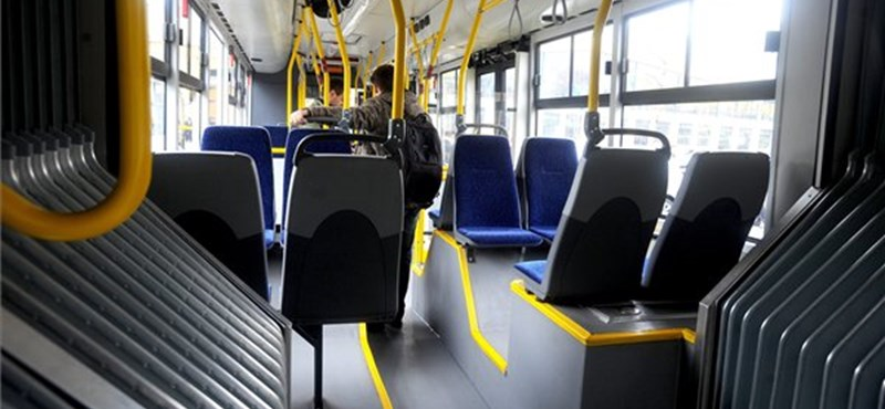 Forró kávéval öntött le, majd megütött egy utast egy buszsofőr Kelenföldön