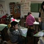 A falusi iskolák után a városiakra is lakat kerül