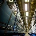 Több helyen tényleg később kezdték a töriérettségit a 3-as metró leállása miatt