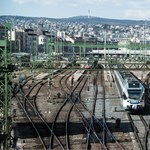 """MÁV: """"Mozdonyvezetőnk nem hagyta magára a vonatot az utasokkal a semmi közepén"""""""