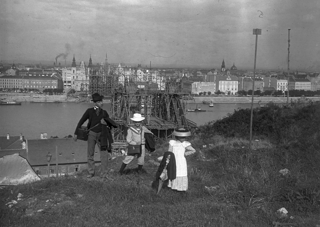 fortepan_! 1900. körül - Az épülő Erzsébet híd a Gellérthegyről nézve - Erzsébet híd,nagyítás