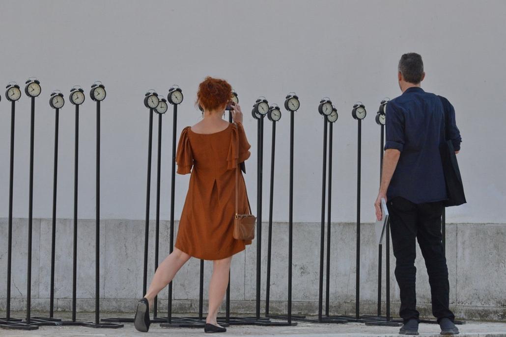 kka. Velencei Biennále 2014.06. nagyításnak - A román pavilon installációja a napi rutinjaink monotonitására figyelmeztetet.