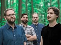 Sajátos erdőkerülők: jazzt játszanak a terémszet hangszerein