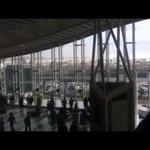 Amatőr videó: várakozás közben lepte meg az utasokat a cunami