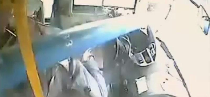 Íme, a leghősiesebb buszsofőr – videó