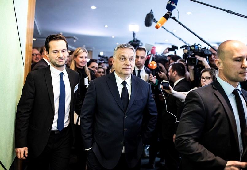 Határozatlan időre függesztené fel a Néppárt a Fideszt – az ülésről percről percre