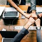 Hogyan tervezzünk sikeres csapatépítő elvonulást?