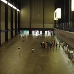 Azért lökött le egy kisfiút a 17 éves fiú a Tate Modern teraszáról, mert be akart kerülni a tévébe