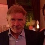 Ez is megtörtént: Fidesz-politikus fotózkodott Harrison Forddal