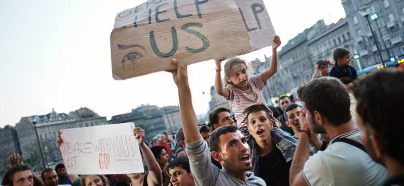 Fokozódik a menekülthelyzet, leállt a Keleti - percről percre