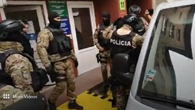 Korrupcióüldözés Szlovákiában: pár másodperccel a szabadulását követően vették őrizetbe a politikust