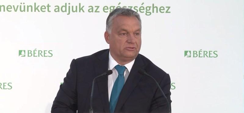 Orbán: A kormány nem csak jön és elkoboz
