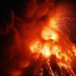 Hirtelen kitört egy vulkán Guatemalában, a láva elnyelt egy települést - videó