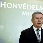 Autóbaleset részese volt Benkő Tibor honvédelmi miniszter