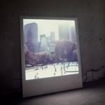 Zseniális digitális keret új életet ad a Polaroid képeknek