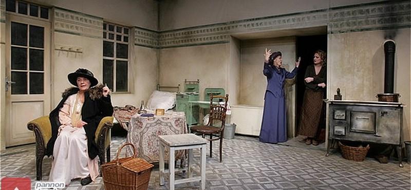 Az évad végéig fellélegezhet a Budapesti Kamaraszínház és a Játékszín