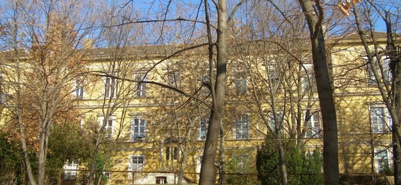 Elárverezteti a régi bőrklinika épületét a nagy slamasztikába került pécsi önkormányzat