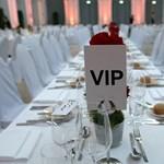 Viccnek szánta a forrás azt, hogy miniszterek vesznek részt titkos luxusvacsorákon Párizsban